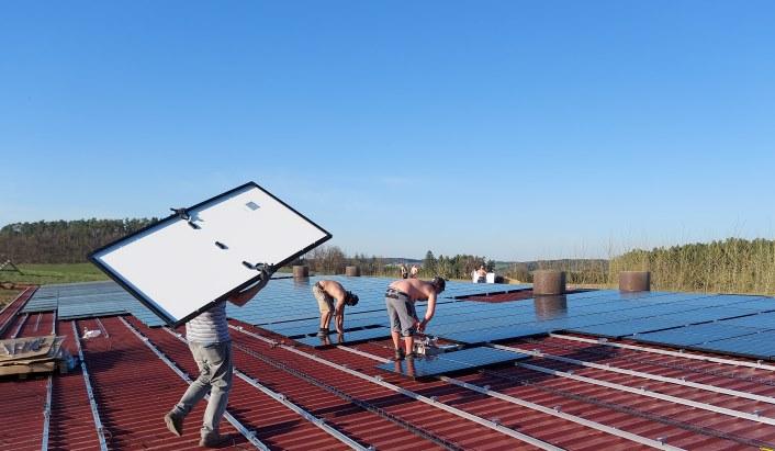 Bürger-Solardach Hühnerhof Hörgersdorf - PV-Modulinstallation